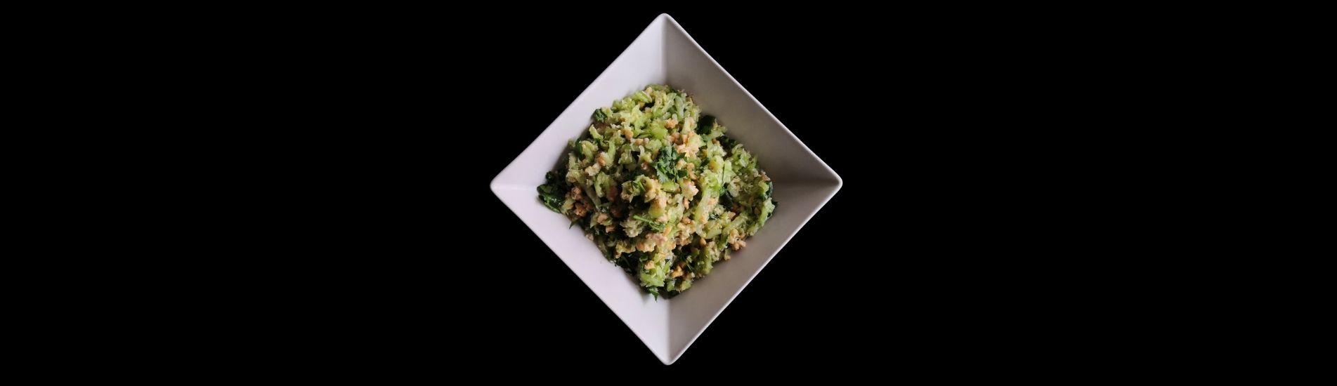 Receta de ensalada de pepino, cacahuetes y coco (Khamang Kakdi)